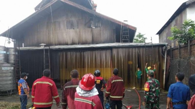 Pabrik kopi terbesar di Jambi terbakar