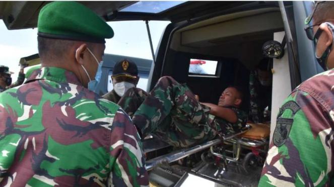 VIVA Militer: Prajurit TNI AD yang jadi korban penyerangan OPM dievakuasi