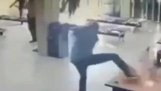 Viral Video Penyerangan Brutal Kantor Adira Finance Karawang (Instagram/lintas.patroli)