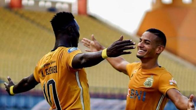 Striker Bhayangkara FC, Ezechiel N'Douassel