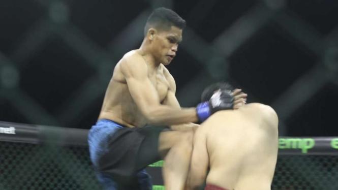Rama Sabturi menghadapi Andre Setyawan di Fight Night 48