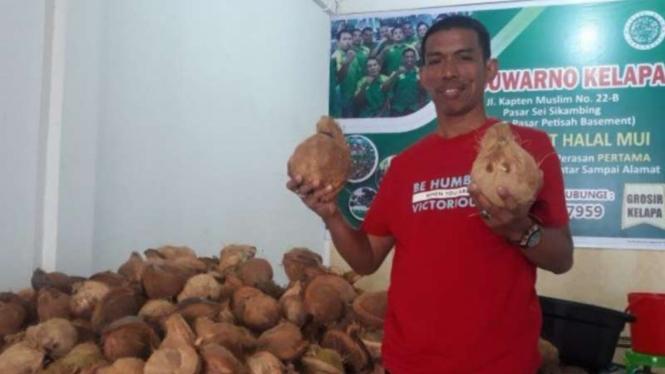 Suwarno, tukang kelapa menjadi Dirut Perumda Pasar di Medan.