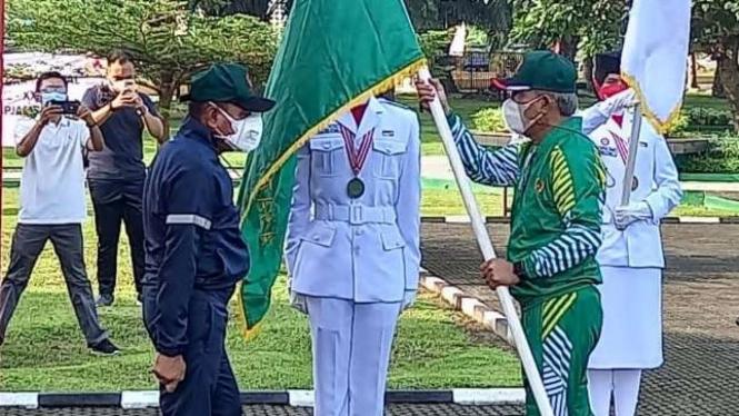 Gubernur Sumut, Edy Rahmayadi mengukuhkan kontingen Medan untuk PON Papua.
