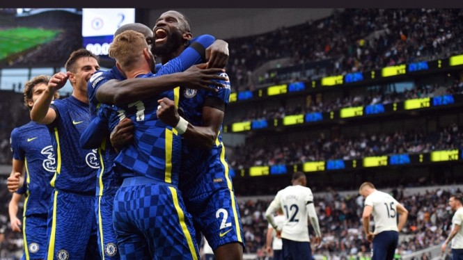 Para pemain Chelsea merayakan gol.