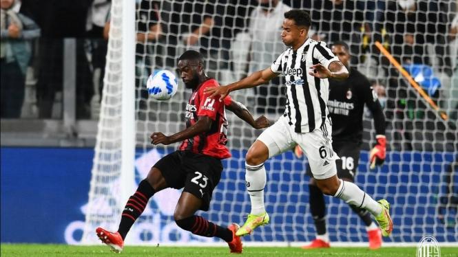 Pertandingan Juventus vs AC Milan dalam lanjutan Serie A 2021/22.