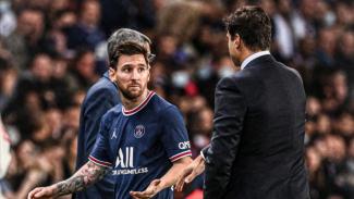 Bintang PSG, Lionel Messi saat menolak jabat tangan dengan Mauricio Pochettino.