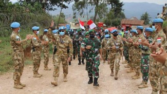 VIVA Militer: Koorsahli Kasad tiba di Markas Satgas Garuda di Kongo