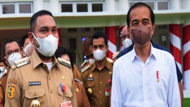 Bupati Pakpak Bharat Franc Bernhard Tumanggor bersama Presiden Jokowi