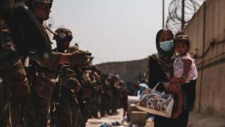 VIVA Militer: Wanita Afghanistan di depan Pasukan Korps Marinir Amerika Serikat