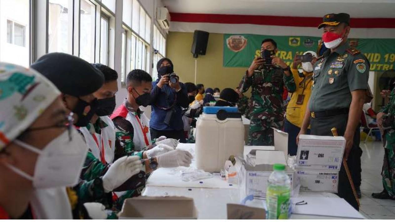 VIVA Militer: Danrem 061/SK tinjau serbuan vaksinasi di Gunung Putri, Bogor