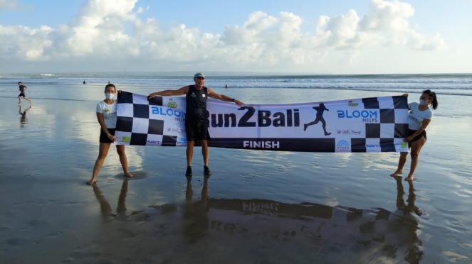Pelari asal Austria, Robert Spour, tuntaskan misi lari Jakarta-Bali