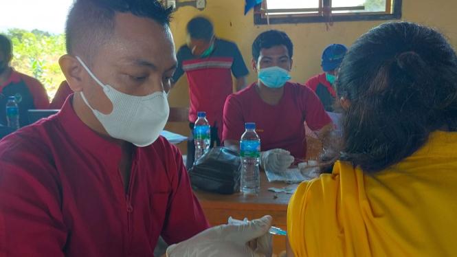Vaksinasi COVID-19 pada Remaja di Manggarai, NTT
