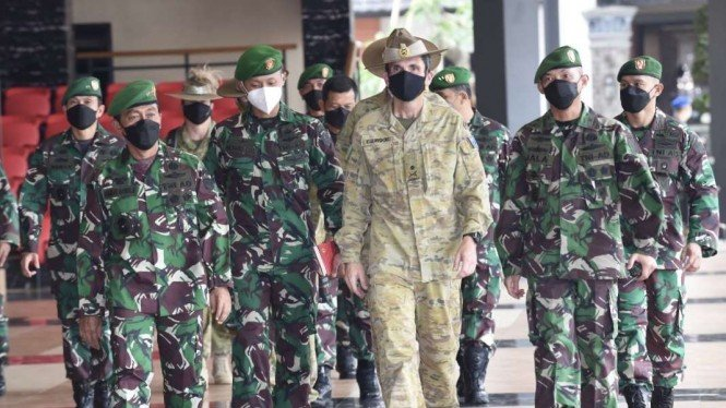 VIVA Militer: Panglima Divisi I AD Australia mengunjungi Mabesad