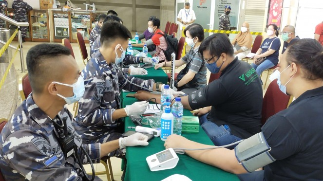 VIVA Militer: Pushidrosal TNI AL gelar vaksinasi di Mangga Dua Square