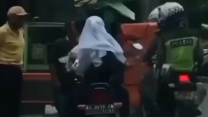Viral 'Dilan' Kena Tilang Polisi (Instagram/neng_jepret)