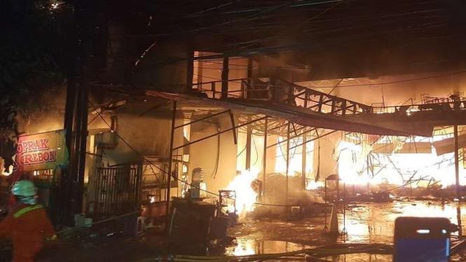 Kebakaran toko swalayan di Cilandak, Jaksel, Selasa, 21 September 2021.