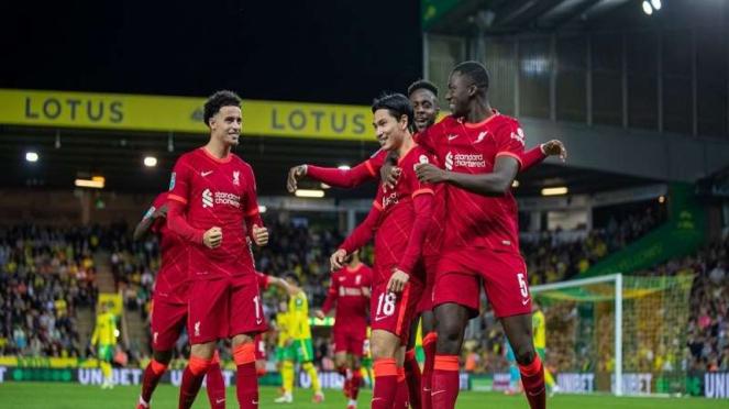 Skuad Liverpool merayakan gol dari Takumi Minamino