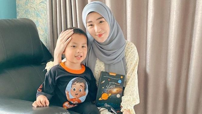 Larissa Chou dan anaknya