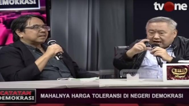 Ade Armando (kiri) dan Lieus Sungkharisma (kanan) dalam Catatan Demokrasi tvOne.