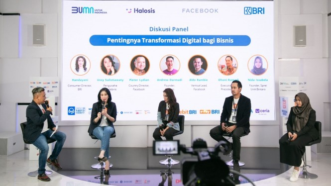 Diskusi Panel Pentingnya Transformasi Digital bagi Bisnis