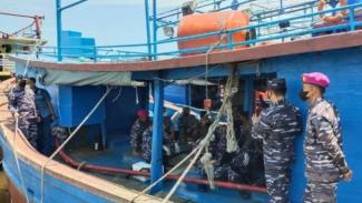 VIVA Militer: Danlantamal III Jakarta sisir kapal nelayan di Muara Angke
