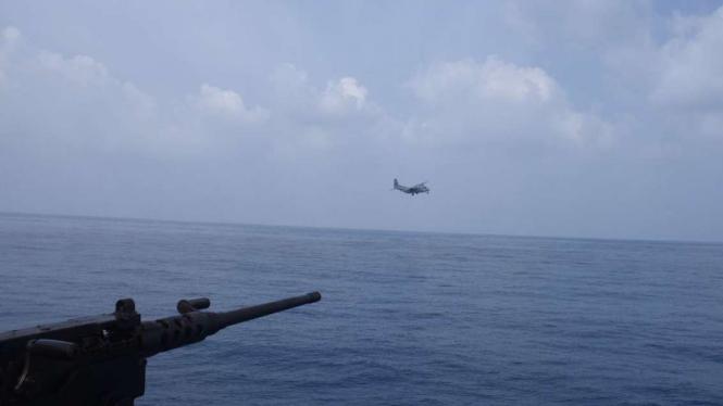 VIVA Militer: Pesawat udara tak dikenal manuver di dekat kapal perang TNI AL