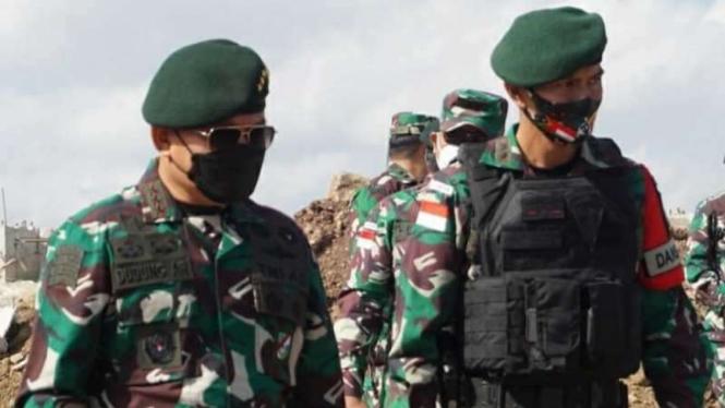 VIVA Militer: Pangkostrad, Letjen TNI Dudung Abdurachman (kiri)