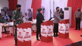 VIVA Militer: Panglima TNI dan Ketua DPR RI hadiri Baksos Alumni Akabri 96
