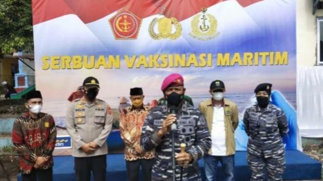 VIVA Militer: Danlantamal III TNI AL tinjau serbuan vaksinasi di Kab. Cianjur
