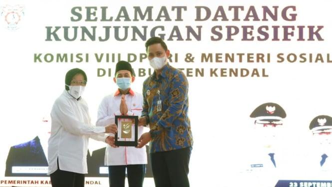 Kunjungan Mensos Risma bersama Anggota Komisi VIII DPR RI  di Kabupaten Kendal, Jawa Tengah (23/09).