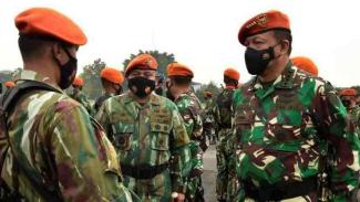 VIVA Militer: Marsda TNI Eris Widodo (tengah) dan Marsekal TNI Fadjar Prasetyo