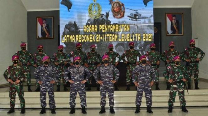 VIVA Militer: Komandan Korps Marinir bersama prajurit Intai Amfibi (Taifib)