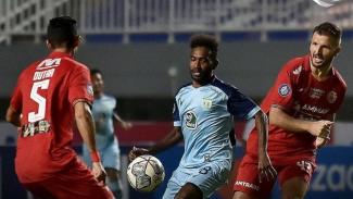 Pertandingan Persija vs Persela di Liga 1 2021/2022.