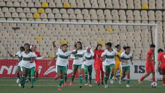 Timnas wanita Indonesia rayakan gol melawan Singapura.