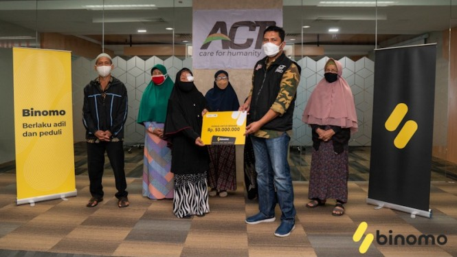 Serah terima donasi Binomo, Jumat, (24/09/2021) di Kantor Pusat ACT, Jakarta.