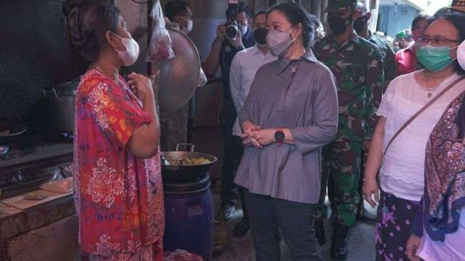 Ketua DPR, Puan Maharani, saat berdialog dengan warga di Kelurahan Tanah Sereal.