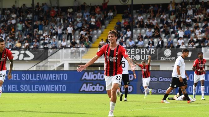 Daniel Maldini mencetak gol dalam pertandingan AC Milan melawan Spezia