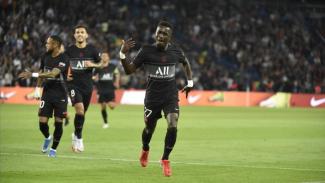 Pemain PSG merayakan gol.