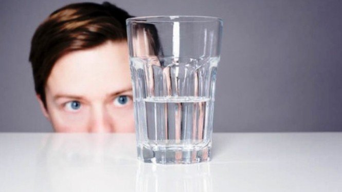 Gelas berisi setengah air