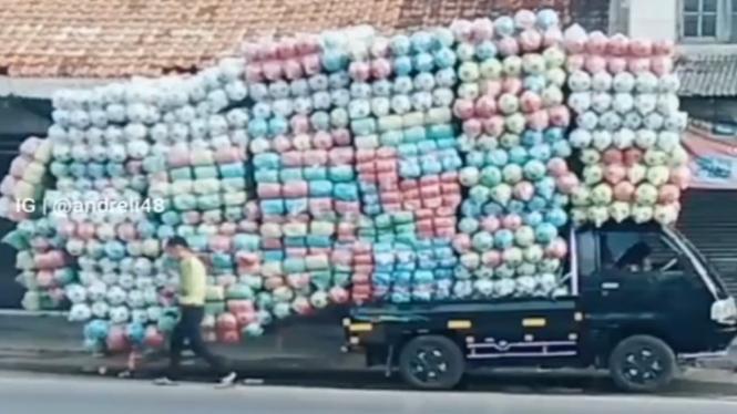 Viral Penampakan Mobil Pick Up Muatan Ekstrem (Instagram/andreli48)