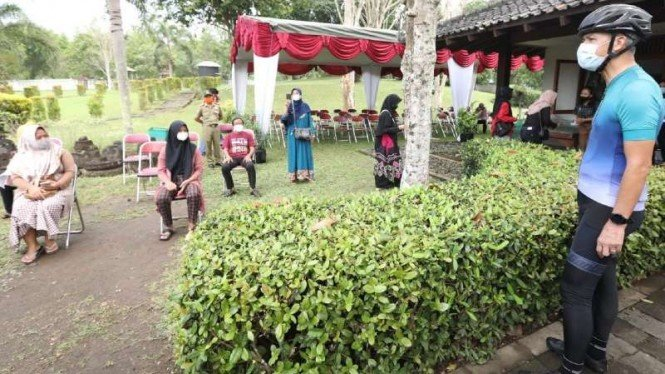 Gubernur Jateng Ganjar Pranowo pantau vaksinasi di Borobudur