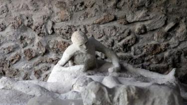 https://thumb.viva.co.id/media/frontend/thumbs3/2021/09/26/61502c797c365-resep-bahagia-dari-plakat-pembuat-roti-di-kota-kuno-pompeii-yang-musnah-2-000-tahun-lalu_375_211.jpg