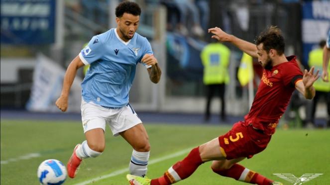 Pertandingan Lazio vs AS Roma dalam lanjutan Serie A 2021/2022.