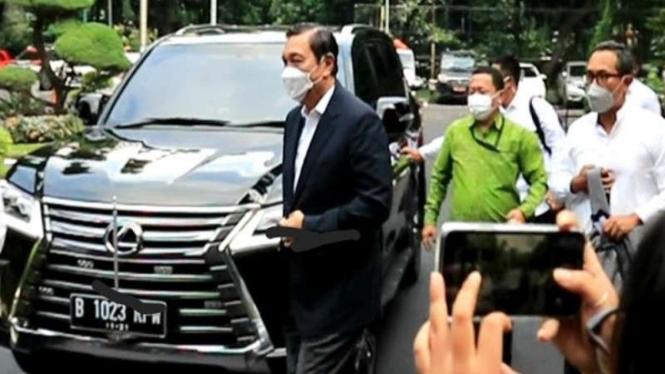 Menko Marves Luhut Binsar Pandjaitan memenuhi pemeriksaan di Polda Metro Jaya