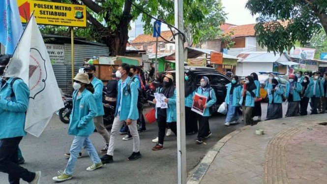 Aliansi BEM Seluruh Indonesia longmarch menuju Gedung KPK, Senin, 27 September.