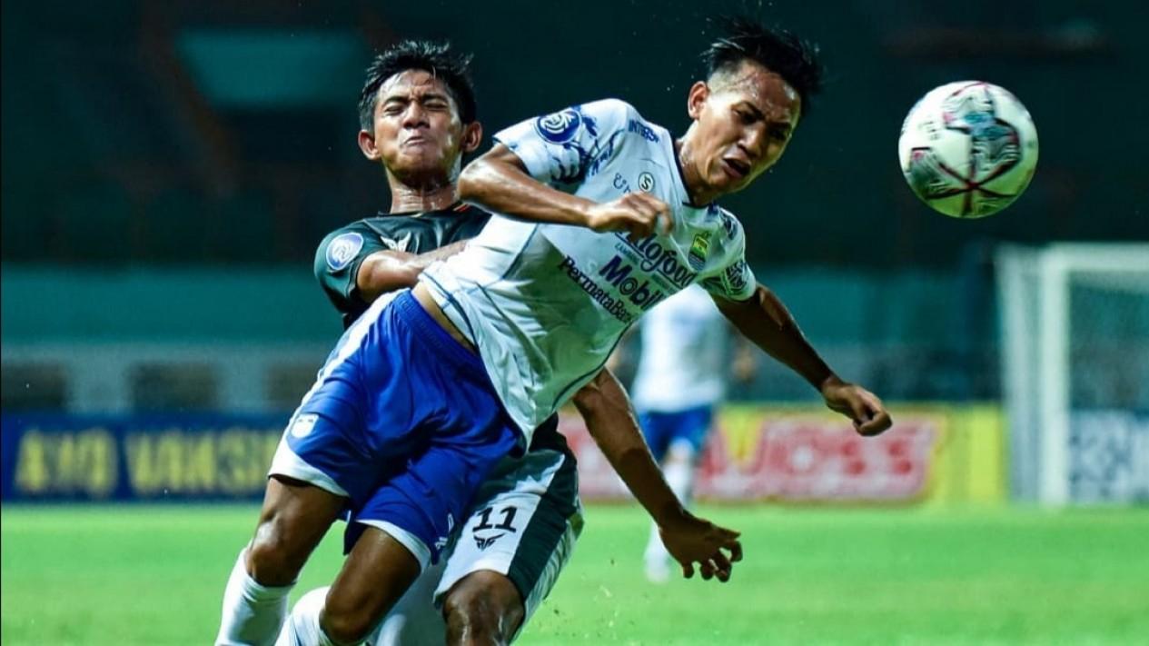 Pertandingan Persikabo 1973 vs Persib Bandung.