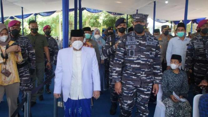 VIVA Militer: KSAL bersama Pimpinan Ponpes Kempek KH. Musthofa Aqil Siradj