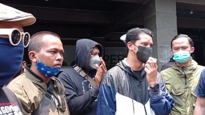 Puluhan Bobotoh Demo Persib, Tuntut Robert Alberts Dipecat