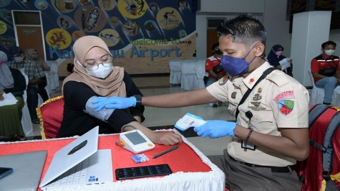 Serbuan vaksin di Bandara Udara Kalimarau
