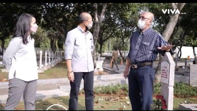 2 Anak Jenderal Ahmad Yani saat ziarah ke taman makam pahlawan
